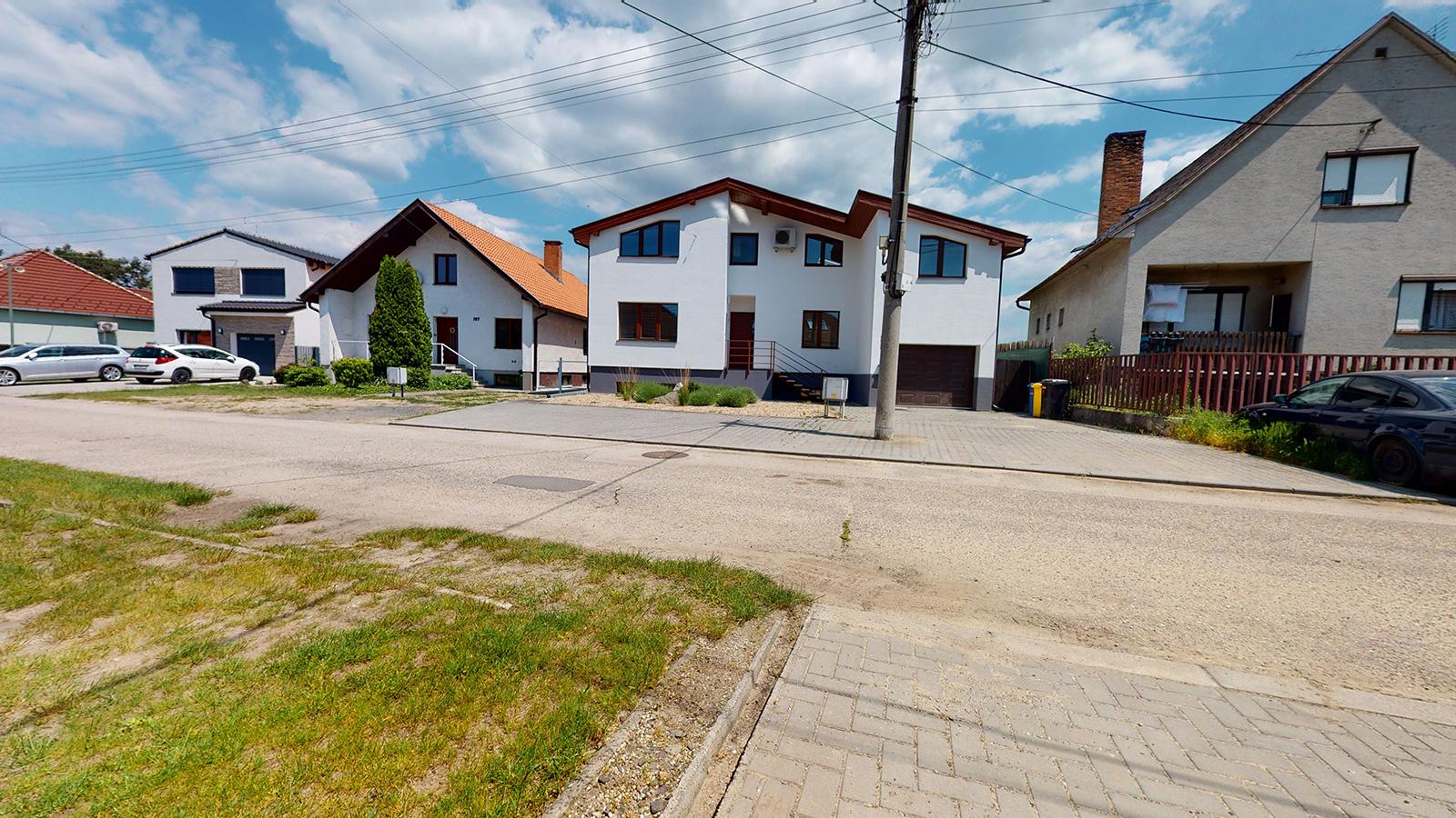 na predaj - Priestranný dvojgeneračný dom 15 min od Bratislavy v Lozorne